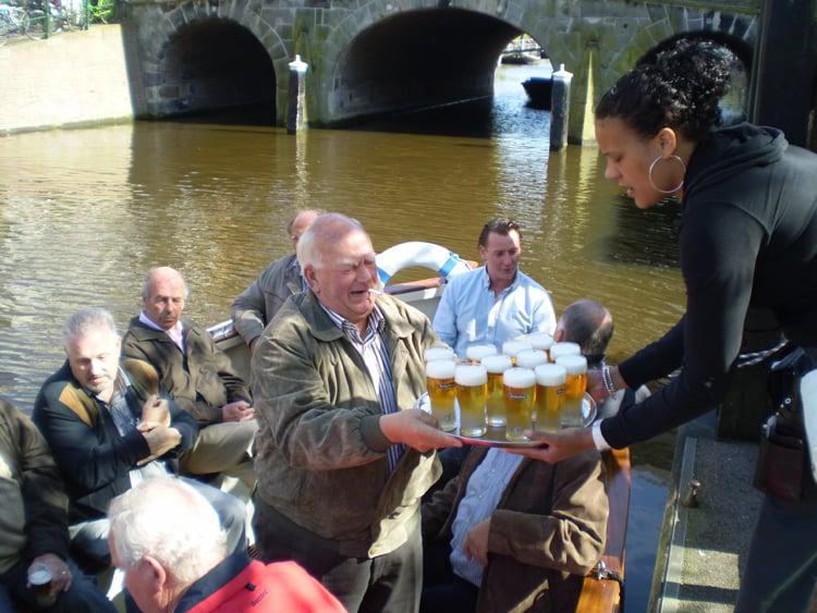 al-varend-genieten-van-een-biertje